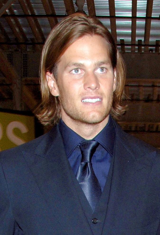 Les cheveux mi-longs de Tom Brady !