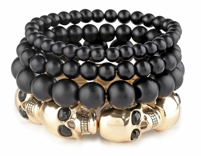Bracelet en perles et métal têtes de mort, Aldo, 19€