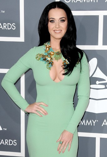 Katy Perry, une robe lui suffit pour être hyper sexy !
