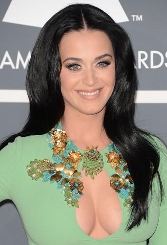 La poitrine de Katy Perry a fait tourné des têtes lors des Grammy Awards.