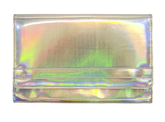 2. Pochette en PVC irisé, Bershka, 25,99 €