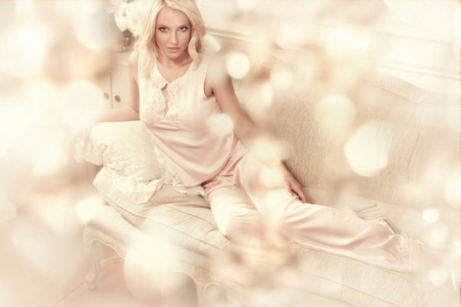 Britney Spears : ultra sexy dans la campagne pour sa marque de lingerie !