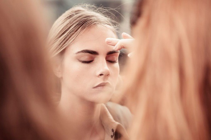 Cara Delevingne pour Burberry Body Tender.