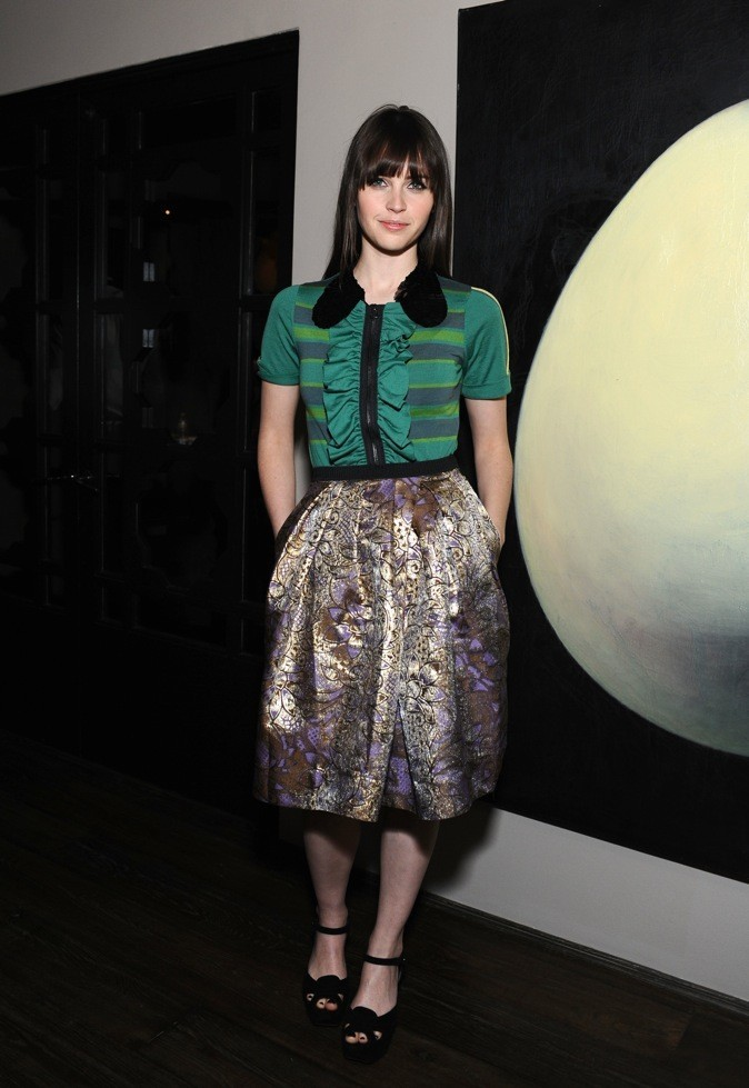 Felicity Jones porte à merveille ce top de la collection, vendu 69,95€.