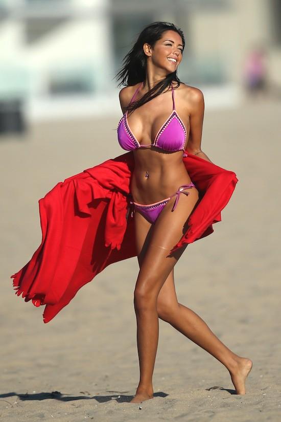 Nabilla en bikini