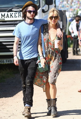 Sienna Miller et Tom Sturridge.