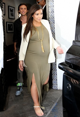 photos kim kardashian enceinte retour sur les looks. Black Bedroom Furniture Sets. Home Design Ideas