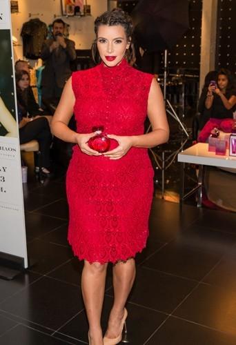 """Kim Kardashian, le 13 avril 2013 lors de la soirée du lancement de son parfum """"Glam""""."""