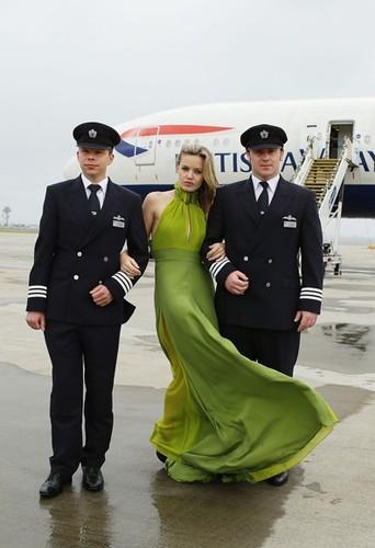 Georgia May Jagger, hôtesse de l'air pour British Airways, le 2 avril 2013 sur un vol Londres-Sydney.