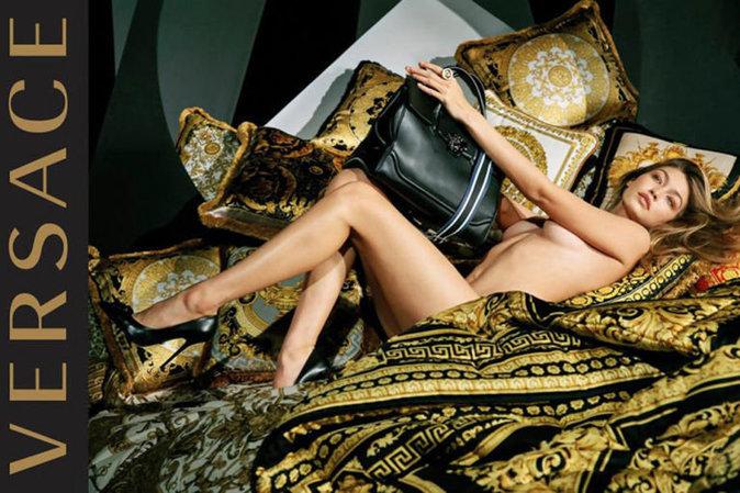 Gigi Hadid se déshabille (encore) pour la nouvelle campagne Versace !