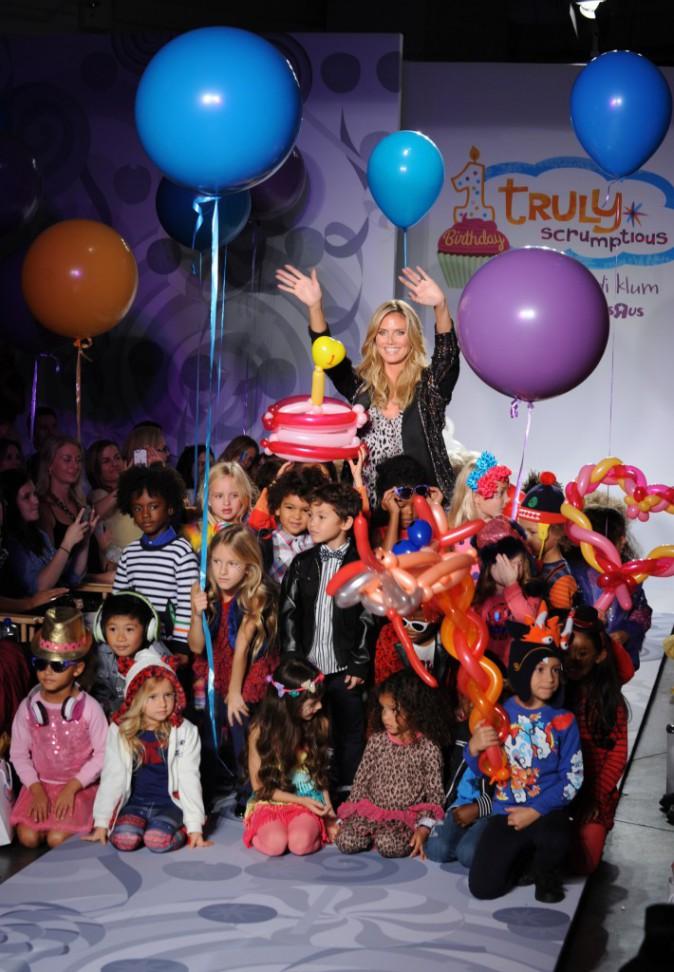 """Heidi Klum : elle organise un défilé de fashionistas en herbe pour sa 1ère année de collaboration avec Babies """"R"""" Us !"""
