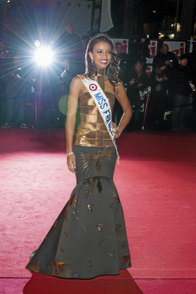 """Décembre 2013 """"Mon moment le plus glamour? Les marches des NMA en robe Oscar Carvallo."""""""