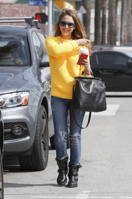 Jessica porte ses nouvelles bottes Zadig & Voltaire dans les rues de Los Angeles !