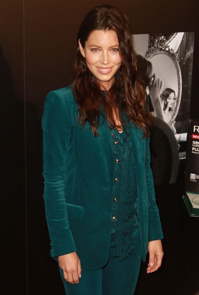 Jessica Biel était tout de vert vêtue pour la diffusion de la nouvelle campagne Revlon