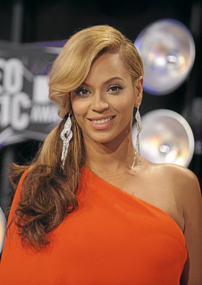 Beyoncé mise sur la nouvelle tendance : le side hair !