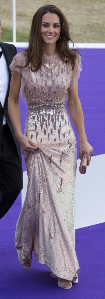 Kate middleton 4 statues de cire 200 000 pi ce pour for Jenny packham robe de mariage de saule