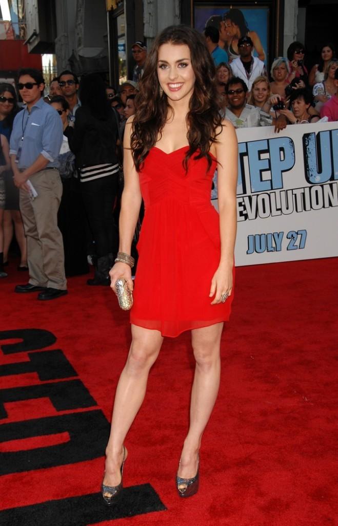 Sa robe se confond avec le red carpet !