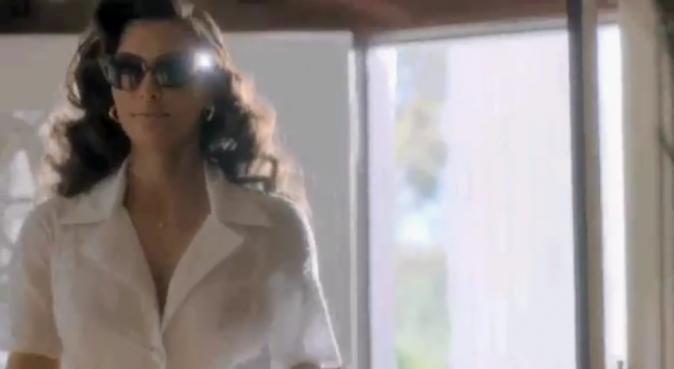 Kim Kardashian dans la publicité de son nouveau parfum True Reflexion