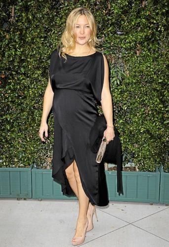 Kate Hudson est parfaite dans sa robe de soirée déstructurée.