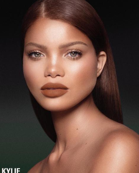 Kylie Jenner : elle dévoile 4 nouvelles couleurs de lipsticks, mais où s'arrêtera-t-elle ?