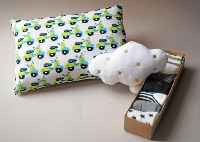 Coussin Vespa pour enfant, Design from Paris 30 € / Nuage musical, Z-enfant 14,99 € / Semainier de chaussettes garçon, IKKS 45 €