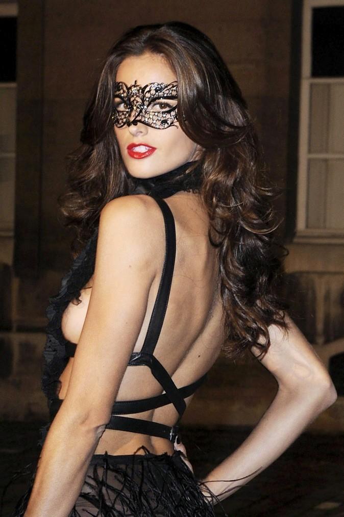 Izabel Goulart, au bal masqué !