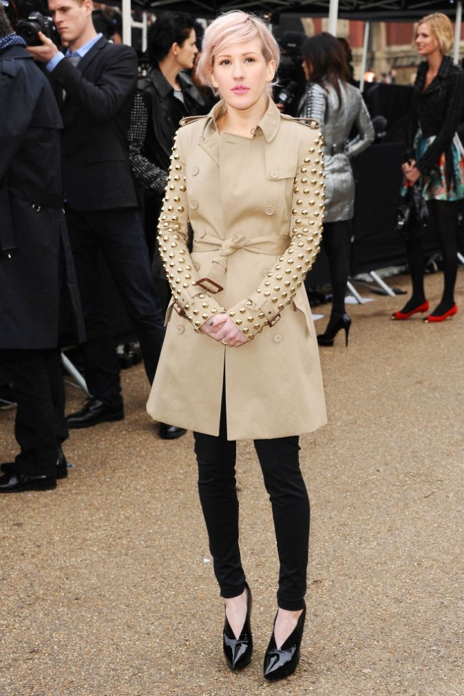 Ellie Goulding en trench clouté Burberry