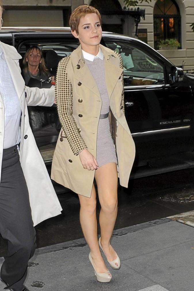 Emma Watson en trench clouté Burberry