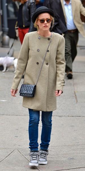 Rachael taylor fait son shopping chez Bloomingdale's à Soho. Elle a choisi un modèle de chez Adidas.