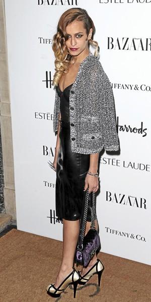 Alice Dellal : Look chic en Chanel.