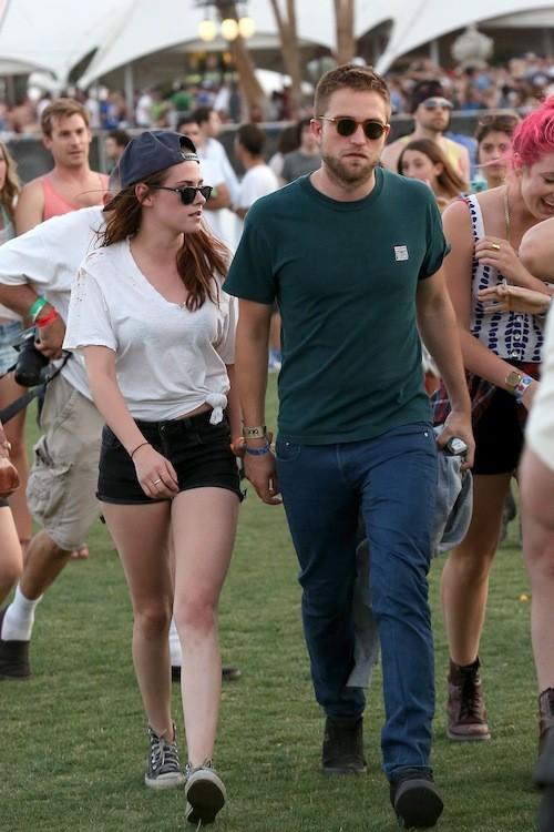 Mini short noir et converses composent la tenue de Kristen Stewart : Look décontracté assuré