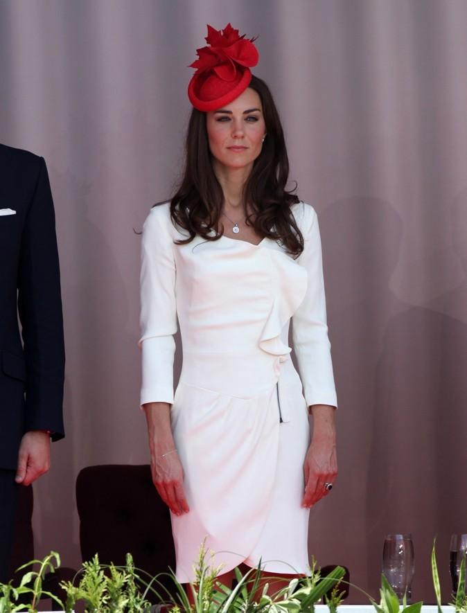 Vêtue d'une robe blanche signée Reiss, l'épouse du Prince William est rayonnante