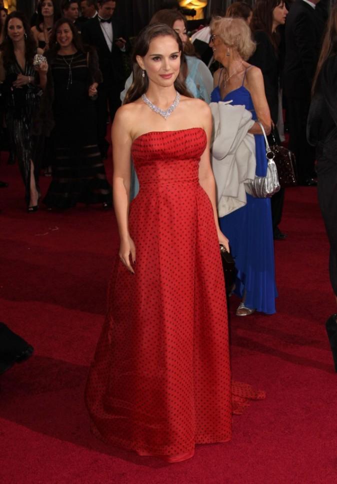 Natalie Portman en 2012 dans une robe bustier rouge signée Dior