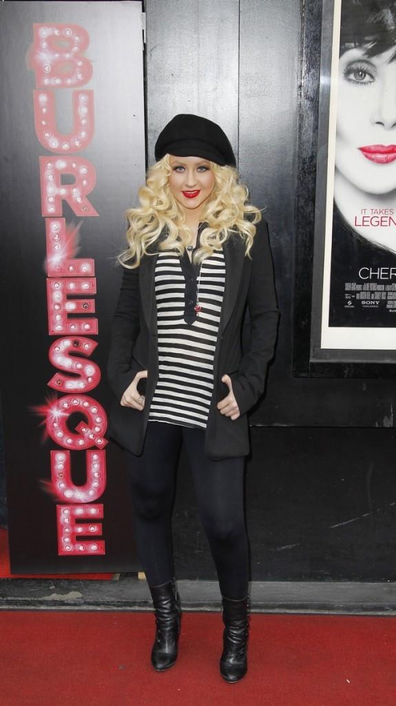 Christina accro à son legging noir