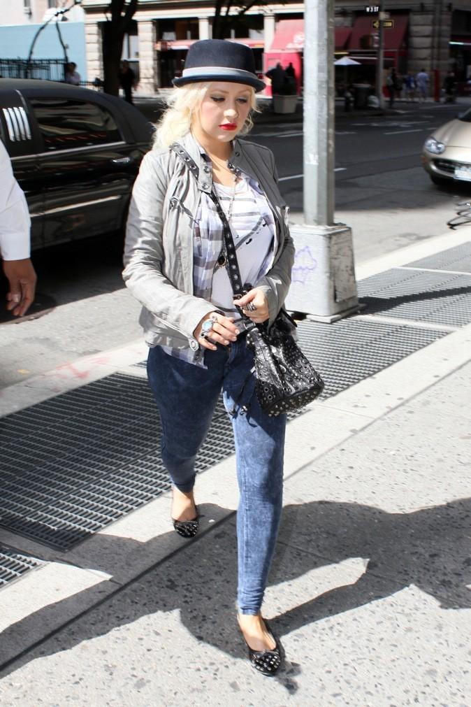 Elle innove en portant un legging imprimé jeans !