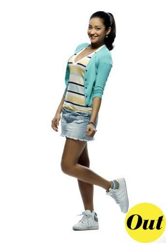 Découvrez le CV fashion de Shay Mitchell de PLL !
