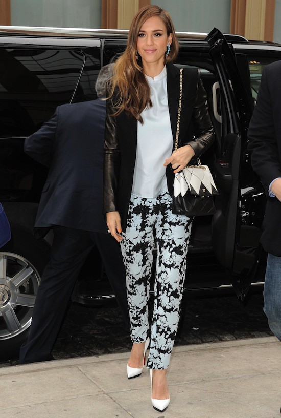 Jessica Alba et sa veste Michael Kors
