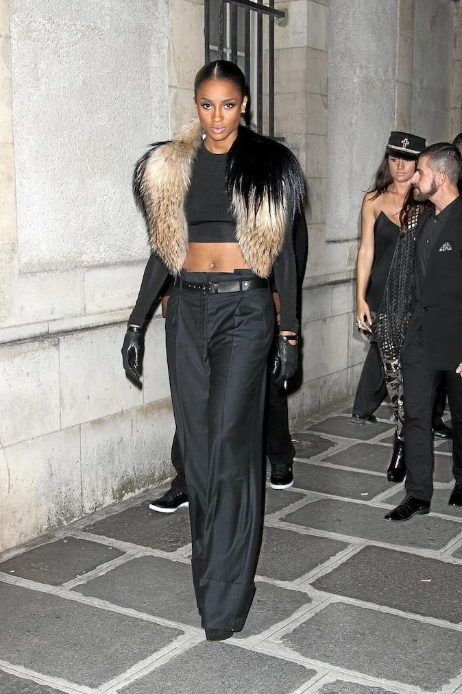 Ciara, De la fourrure pour réchauffer son ventre nu.