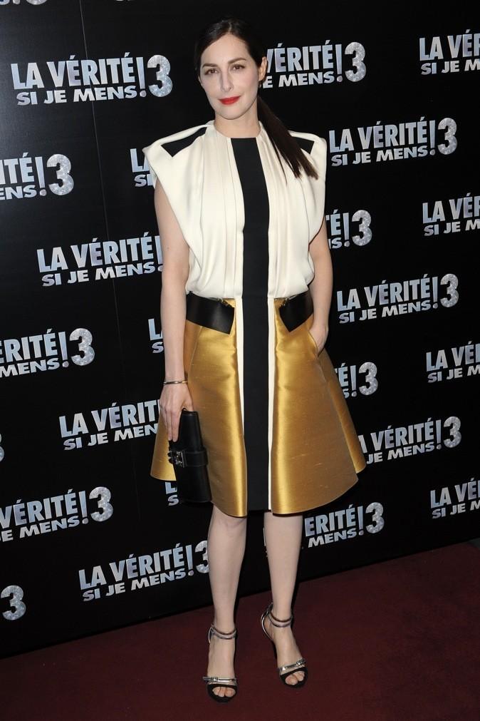 La vérité si je mens 3 : Amira la joue désormais ultra fashion avec une robe asymétrique très bling-bling