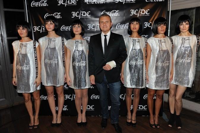 JCDC, et ses mannequins taillées comme des bouteilles de coca!