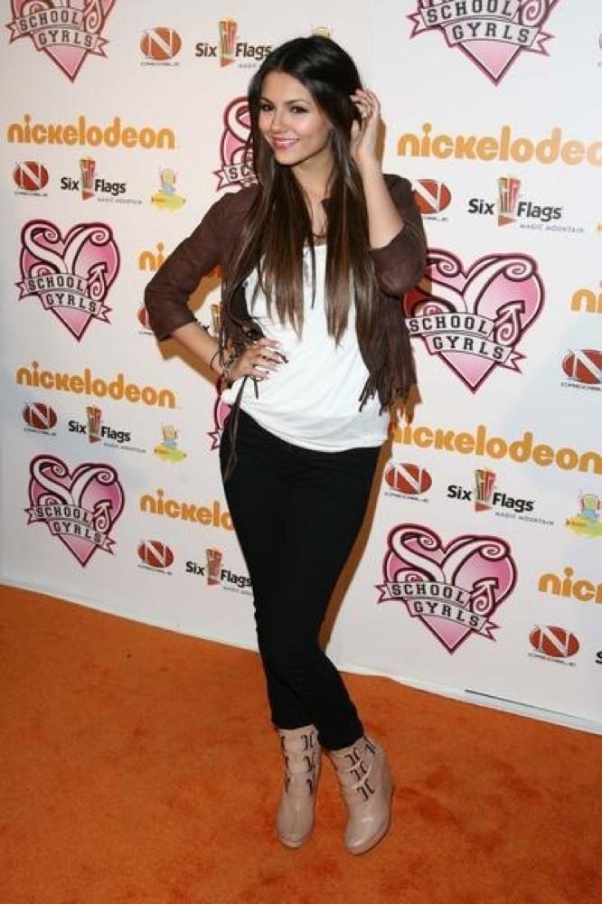 Victoria Justice, en jean !
