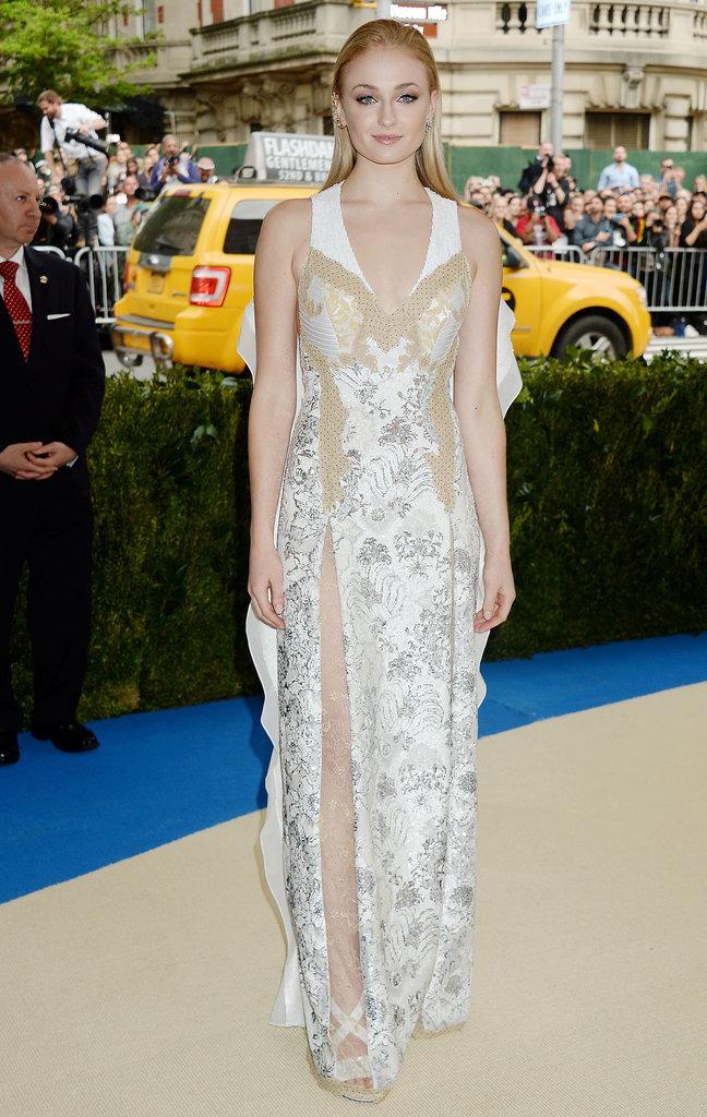 robe de soirée blanche brodée mi transparente Sophie Turner