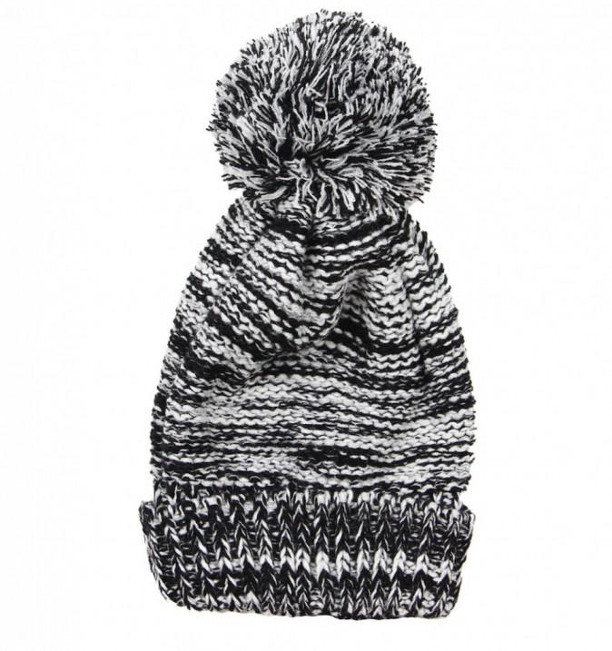 Bonnet en maille bicolore, Bershka, 12€