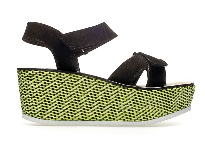 Sandales compensées, Zara 99 €