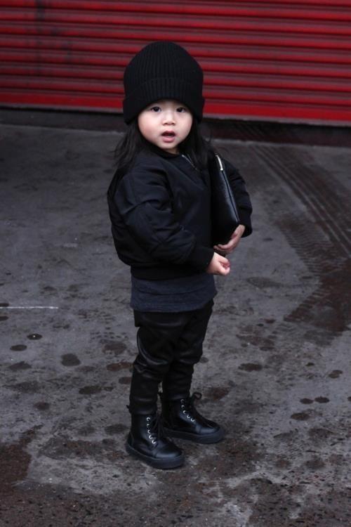 Aila Wang, avec sa veste bomber et son pantalon en cuir