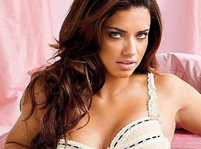 Adriana Lima caliente pour Victoria's Secret !