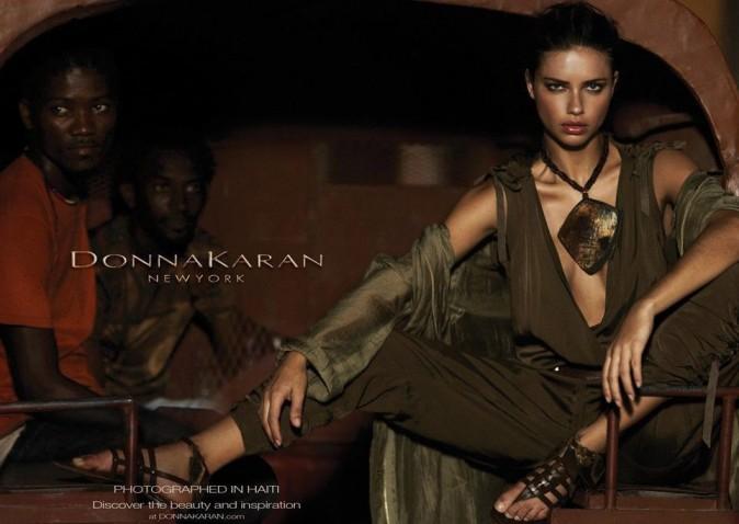 Adriana Lima en aventurière pour Donna Karan !
