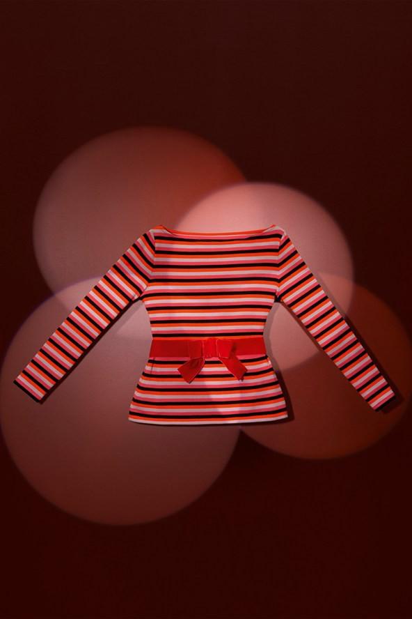 Marinière en jersey de coton rayé et son ruban en velours noué rayures multicolores 85€