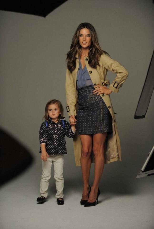 Alessandra Ambrosio et sa fille Anja de retour pour London Fog