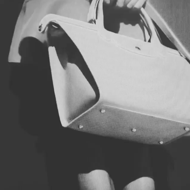 Mode : Alexa Chung : découvrez les premières images de sa nouvelle campagne Longchamp !